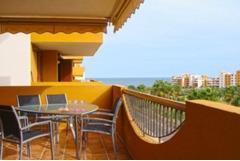 Недвижимость в Испании,Новая квартира на берегу моря от застройщика в Торревьехе
