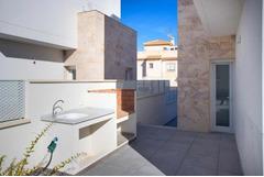 Недвижимость в Испании, Новая вилла рядом с пляжем от застройщика в Торревьеха,Коста Бланка,Испания
